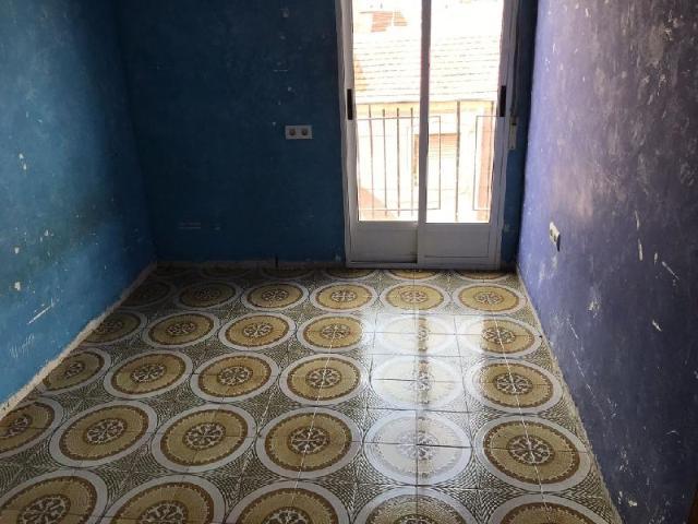 Piso en venta en Piso en Elche/elx, Alicante, 33.000 €, 2 habitaciones, 2 baños, 72 m2