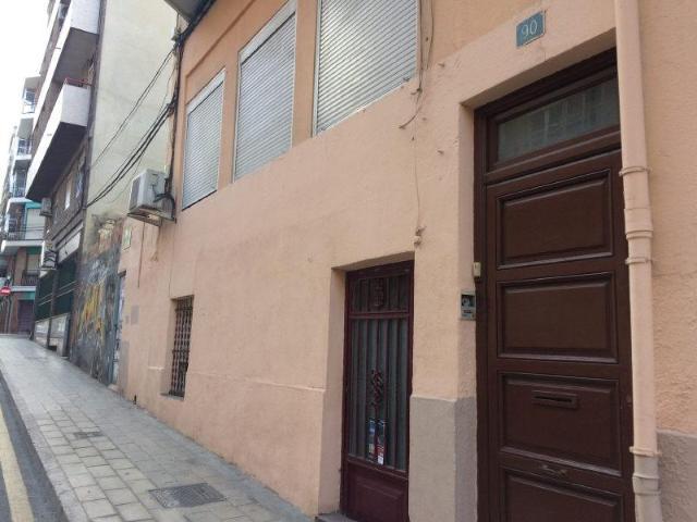 Piso en venta en Piso en Alicante/alacant, Alicante, 75.000 €, 4 habitaciones, 1 baño, 100 m2