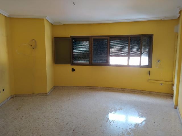 Piso en venta en Almería, Almería, Calle del Amor, 125.000 €, 4 habitaciones, 122 m2