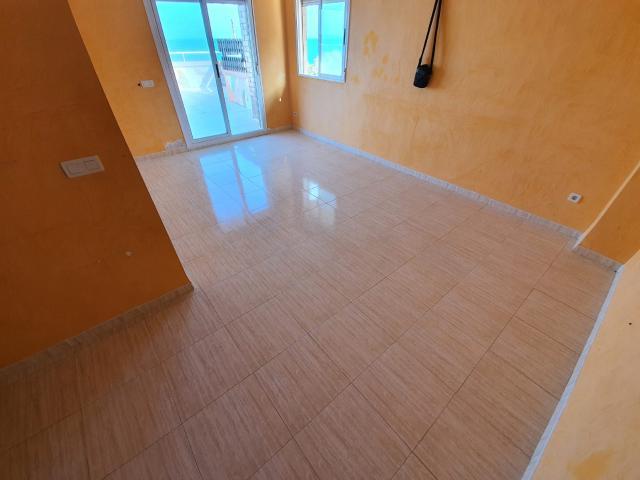 Piso en venta en Piso en Oropesa del Mar/orpesa, Castellón, 141.000 €, 2 habitaciones, 1 baño, 74 m2, Garaje