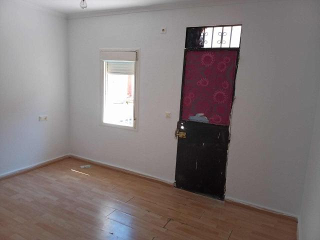 Casa en venta en Casa en Dos Hermanas, Sevilla, 55.300 €, 3 habitaciones, 1 baño, 92 m2