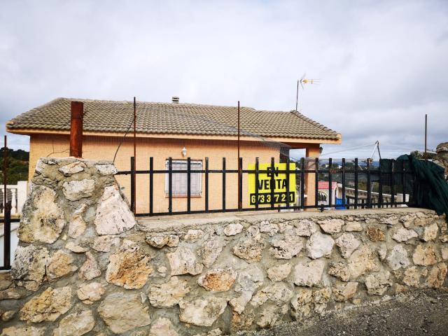Casa en venta en Nueva Sierra de Altomira, Albalate de Zorita, Guadalajara, Calle Islas de Fuego, 96.000 €, 3 habitaciones, 1 baño, 160 m2