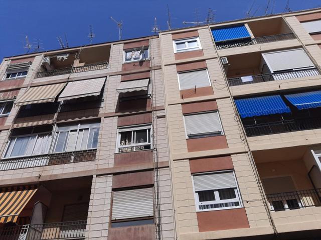 Piso en venta en Elda, Alicante, Calle Doctor Arruga, 42.000 €, 4 habitaciones, 1 baño, 108 m2