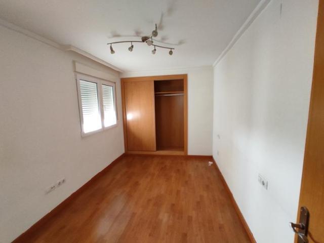Piso en venta en Piso en Elche/elx, Alicante, 72.000 €, 3 habitaciones, 2 baños, 110 m2