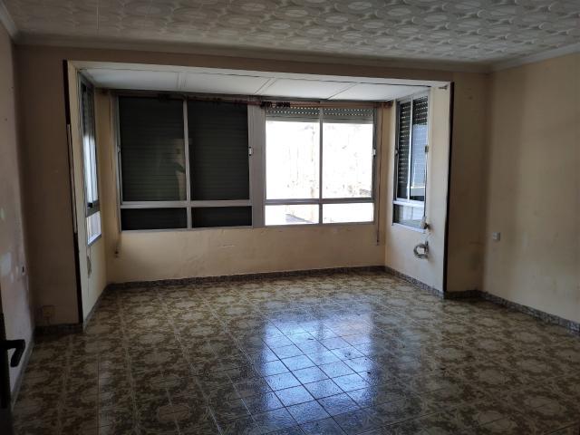 Piso en venta en Piso en Vinaròs, Castellón, 50.000 €, 3 habitaciones, 1 baño, 107 m2