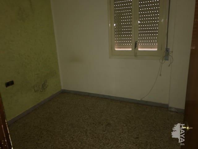 Piso en venta en Centre Històric, Lleida, Lleida, Calle Indivil I Mandoni, 88.400 €, 4 habitaciones, 1 baño, 90 m2