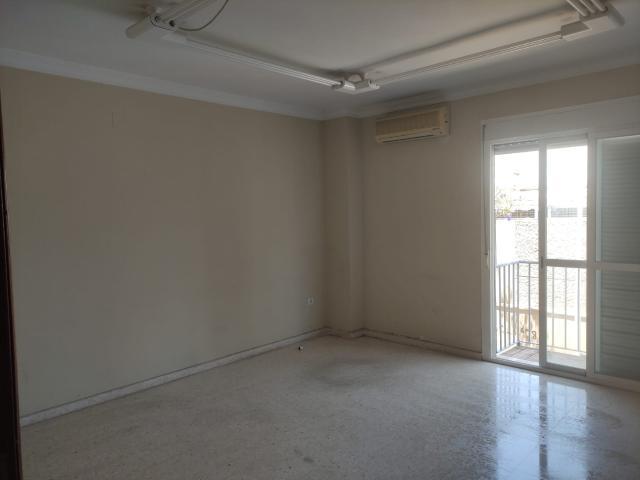 Piso en venta en Los Albarizones, Jerez de la Frontera, Cádiz, Plaza Puerta Bahia, 75.400 €, 3 habitaciones, 2 baños, 92 m2