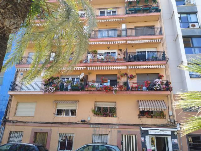 Piso en venta en Castellón de la Plana/castelló de la Plana, Castellón, Calle Sebastian Elcano, 65.000 €, 108 m2