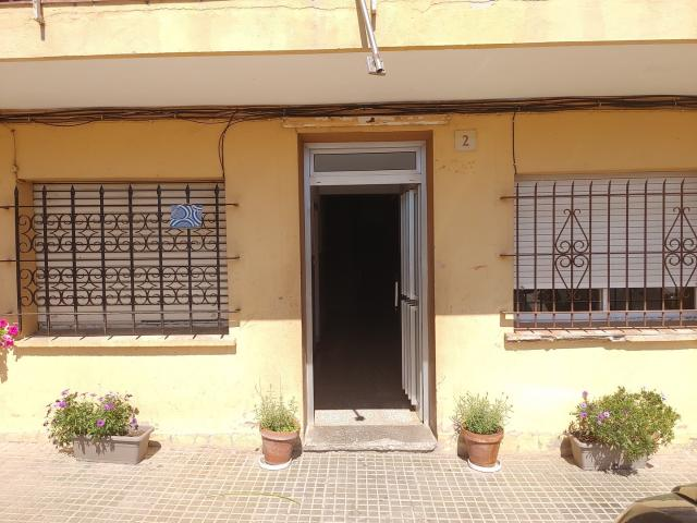 Piso en venta en La Bisbal D`empordà, Girona, Avenida Sant Francesc, 49.900 €, 4 habitaciones, 2 baños, 88 m2
