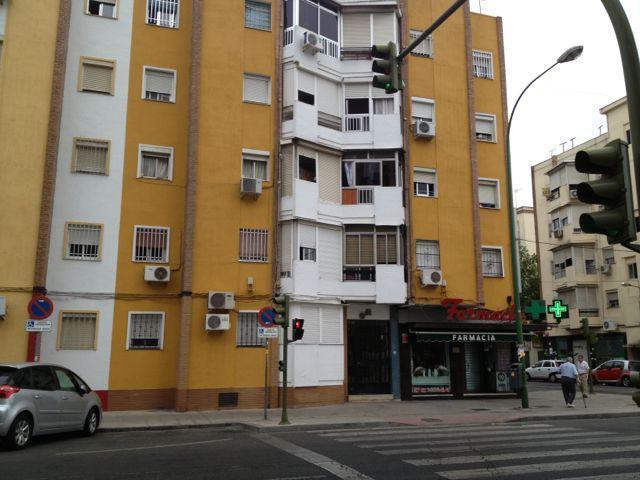 Piso en venta en Distrito Macarena, Sevilla, Sevilla, Avenida Pino Montano, 69.300 €, 2 habitaciones, 1 baño, 63 m2