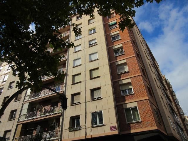 Piso en venta en La Estrella, Logroño, La Rioja, Avenida de la Paz, 140.000 €, 109 m2