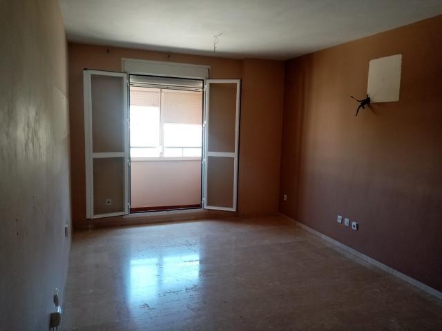 Piso en venta en Distrito Este-alcosa-torreblanca, Sevilla, Sevilla, Calle Chaparro, 152.400 €, 3 habitaciones, 1 baño, 119 m2