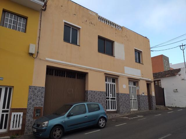 Piso en venta en Santa Bárbara, Icod de los Vinos, Santa Cruz de Tenerife, Carretera General Icod-santa Barabara, 210.100 €, 3 habitaciones, 2 baños, 393 m2