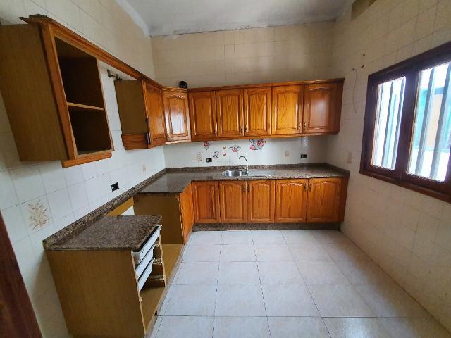Piso en venta en Piso en Arrecife, Las Palmas, 130.000 €, 3 habitaciones, 1 baño, 150 m2