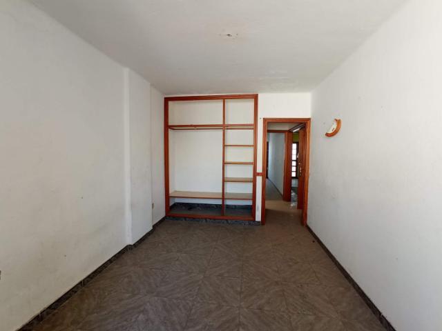 Piso en venta en Piso en Arrecife, Las Palmas, 176.000 €, 2 habitaciones, 1 baño, 220 m2