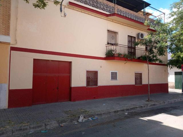 Piso en venta en Piso en Sevilla, Sevilla, 109.000 €, 3 habitaciones, 2 baños, 183 m2