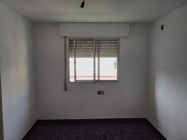 Piso en venta en Piso en Castilleja de la Cuesta, Sevilla, 65.200 €, 1 habitación, 1 baño, 83 m2