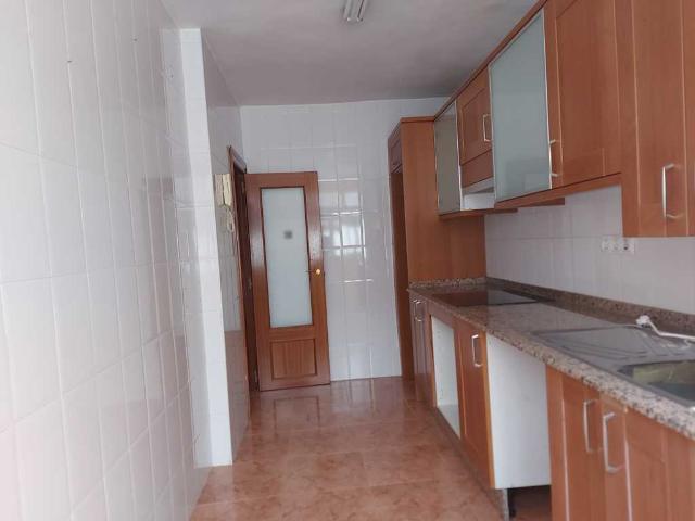 Piso en venta en Piso en Oviedo, Asturias, 45.000 €, 3 habitaciones, 1 baño, 84 m2