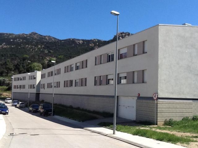 Piso en venta en Mas de L`esquerrà, la Jonquera, Girona, Calle Roc de Miradones, 81.000 €, 3 habitaciones, 2 baños, 123 m2