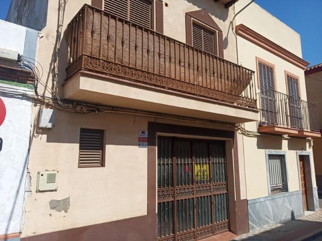 Casa en venta en Casa en Dos Hermanas, Sevilla, 105.000 €, 3 habitaciones, 2 baños, 124 m2