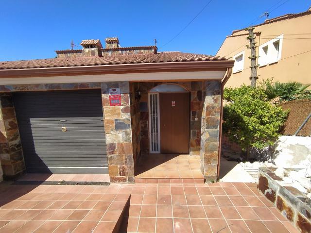 Casa en venta en Sant Miquel, Calafell, Tarragona, Calle Pacifico, 178.500 €, 3 habitaciones, 3 baños, 146 m2