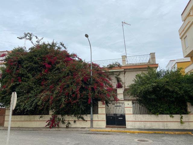 Casa en venta en Rota, Cádiz, Calle Tirso de Molina, 235.000 €, 3 habitaciones, 2 baños, 160 m2