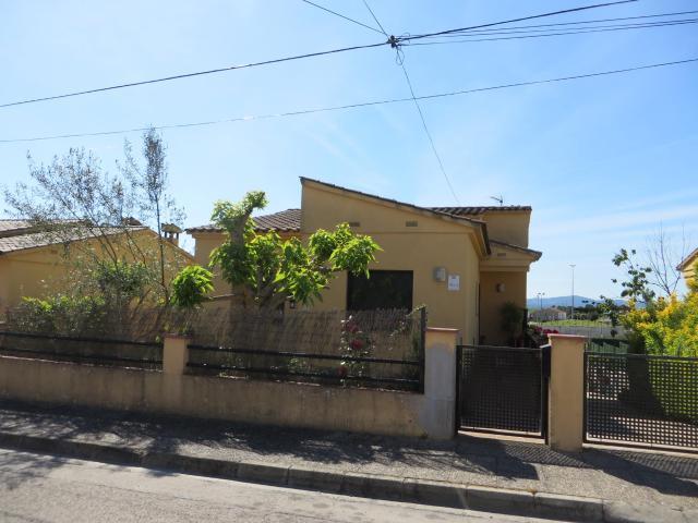 Casa en venta en Les Mallorquines, Sils, Girona, Calle Gavarres, 162.000 €, 3 habitaciones, 1 baño, 125 m2