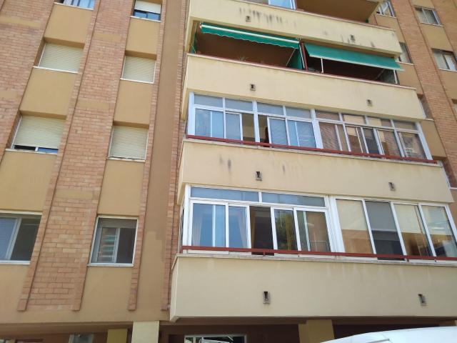 Piso en venta en Sant Pere I Sant Pau, Tarragona, Tarragona, Calle Uruguay, 129.100 €, 3 habitaciones, 1 baño, 106 m2