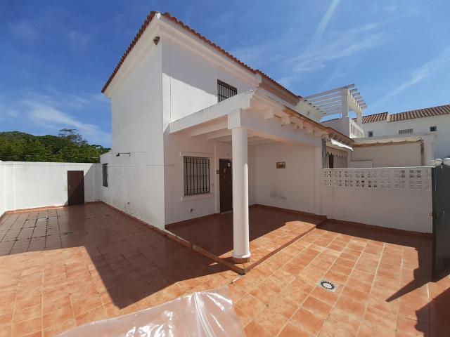 Casa en venta en Isla Cristina, Huelva, Calle San Sebastian, Urb la Corbeta, 139.900 €, 2 habitaciones, 2 baños, 54 m2