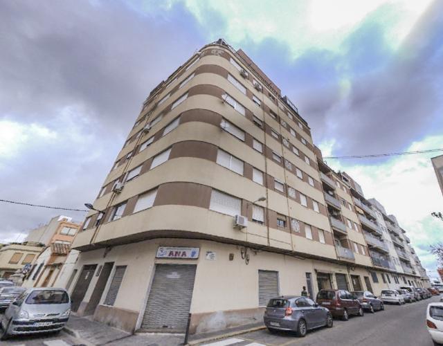 Piso en venta en Grupo 1º de Mayo, Nules, Castellón, Calle Santa Teresa, 49.900 €, 4 habitaciones, 2 baños, 104 m2