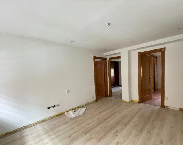 Piso en venta en Distrito Sur, Gijón, Asturias, Calle Ronda Exterior, 78.700 €, 3 habitaciones, 1 baño, 86 m2