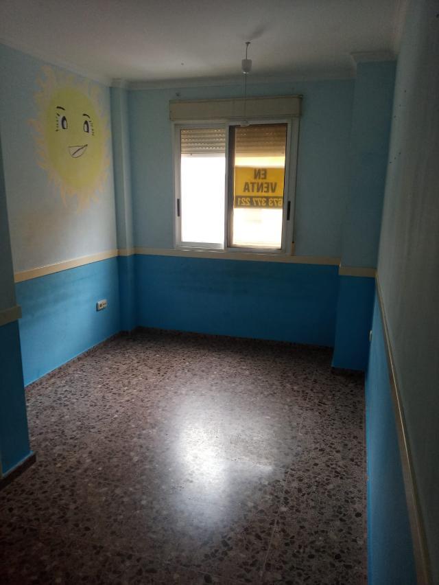 Piso en venta en Piso en Carcaixent, Valencia, 72.300 €, 3 habitaciones, 2 baños, 132 m2