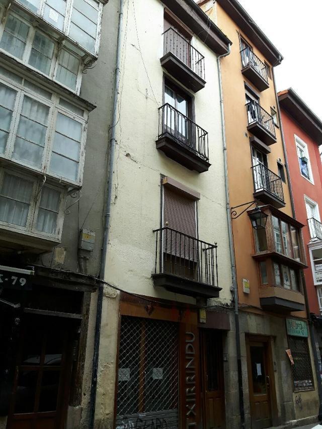Piso en venta en Alde Zaharra/casco Viejo, Vitoria-gasteiz, Álava, Calle Cuchilleria, 94.100 €, 3 habitaciones, 1 baño, 91 m2