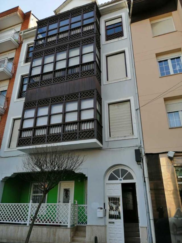 Piso en venta en Torrelavega, Cantabria, Calle Juan Xxiii, 93.000 €, 4 habitaciones, 2 baños, 125 m2