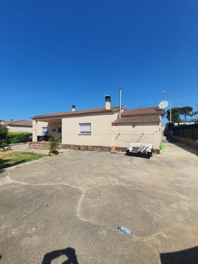 Casa en venta en Can Cavaller, Sils, Girona, Calle Barcelona, 199.000 €, 4 habitaciones, 2 baños, 155 m2