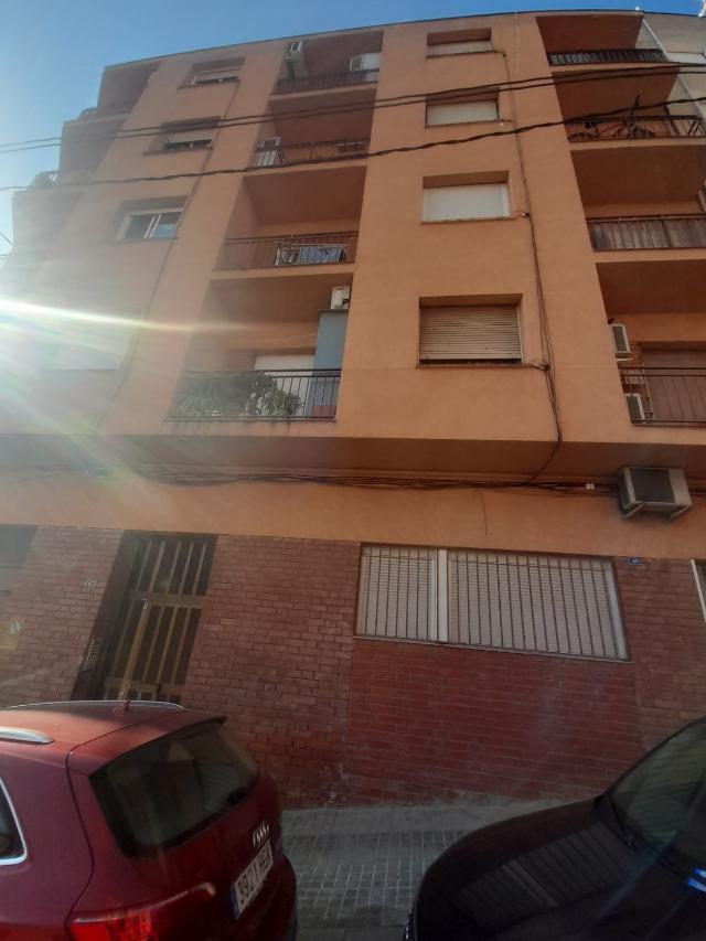 Piso en venta en Ca N`ustrell, Sabadell, Barcelona, Calle Farcía Lorca, 105.000 €, 3 habitaciones, 4 baños, 70 m2