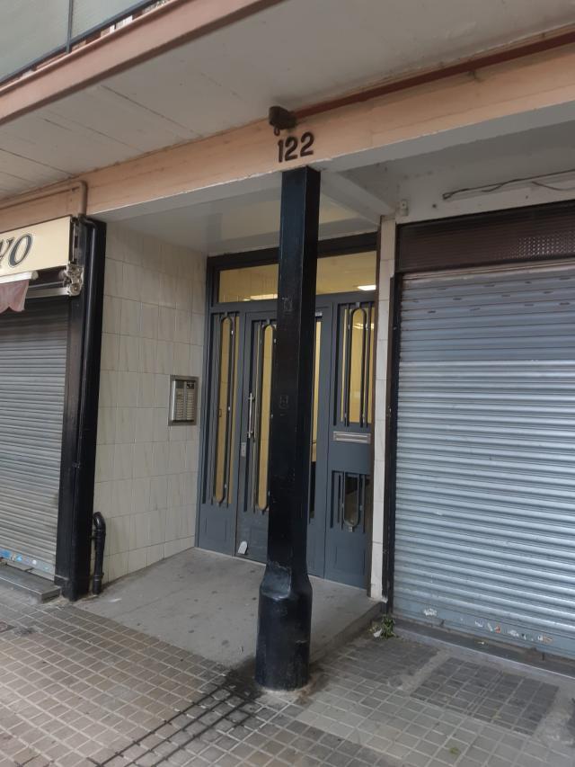 Piso en venta en Piso en Barcelona, Barcelona, 119.000 €, 2 habitaciones, 1 baño, 70 m2