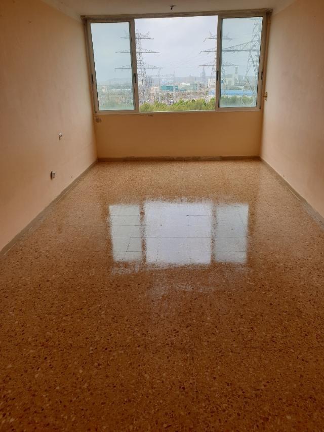 Piso en venta en Bonavista, Tarragona, Tarragona, Calle Riu Llobregat, 59.800 €, 3 habitaciones, 1 baño, 94 m2