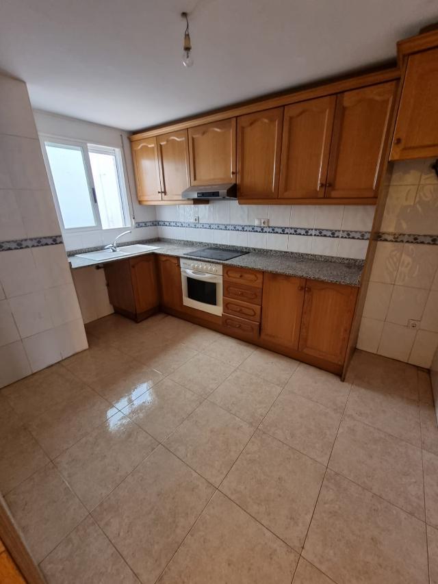Piso en venta en Piso en Oropesa del Mar/orpesa, Castellón, 83.800 €, 2 habitaciones, 2 baños, 87 m2
