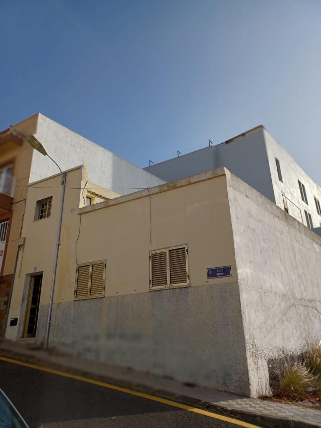 Casa en venta en Suroeste, Santa Cruz de Tenerife, Santa Cruz de Tenerife, Calle Sabina, 108.000 €, 4 habitaciones, 2 baños, 117 m2