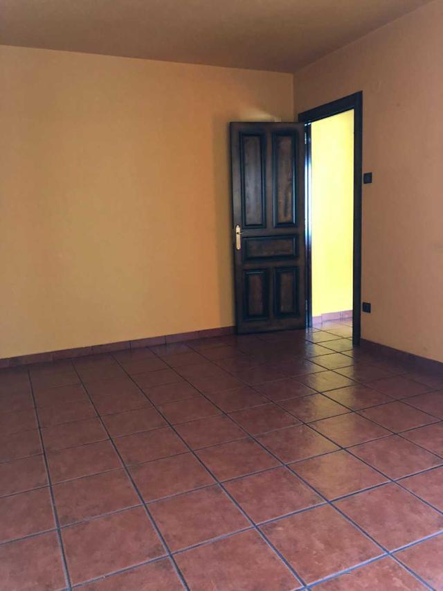 Piso en venta en Distrito Oeste, Gijón, Asturias, Calle Pinzon, 45.000 €, 2 habitaciones, 1 baño, 79 m2