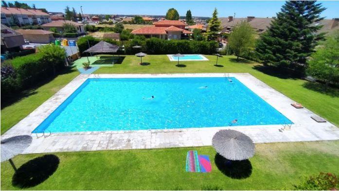 Casa en venta en Casa en Villamayor, Salamanca, 240.000 €, 4 habitaciones, 300 m2