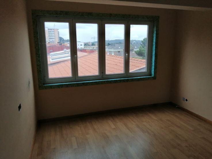 Piso en venta en Piso en Oleiros, A Coruña, 70.000 €, 3 habitaciones, 1 baño, 83 m2