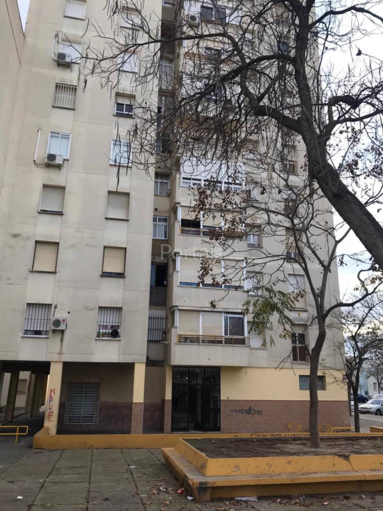 Piso en venta en Los Albarizones, Jerez de la Frontera, Cádiz, Calle Vallesequillo  Ii, 31.000 €, 3 habitaciones, 1 baño, 70 m2
