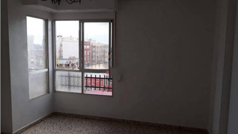 Piso en venta en Elche/elx, Alicante, Calle Conde de Torrellano, 63.400 €, 4 habitaciones, 1 baño, 93 m2