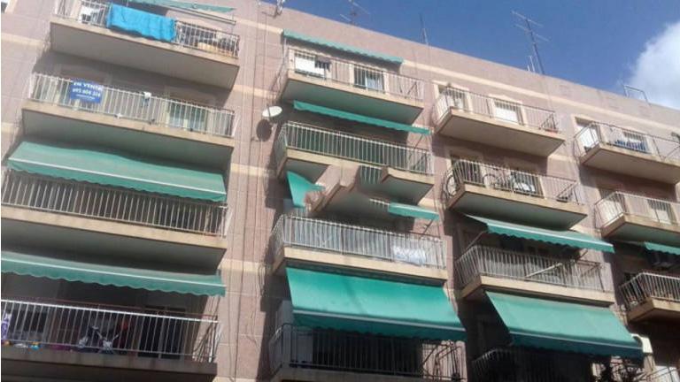 Piso en venta en Elche/elx, Alicante, Calle Esperidion Porta Requesen, 41.900 €, 4 habitaciones, 1 baño, 85 m2