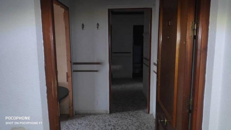 Piso en venta en Las Cuevas de San Joaquín, Almería, Almería, Calle Ocho de Marzo, 55.000 €, 4 habitaciones, 2 baños, 83 m2