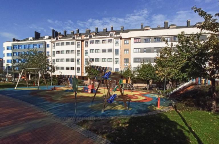 Piso en venta en Distrito Sur, Gijón, Asturias, Calle Rio Nervion, 102.000 €, 2 habitaciones, 1 baño, 55,8 m2