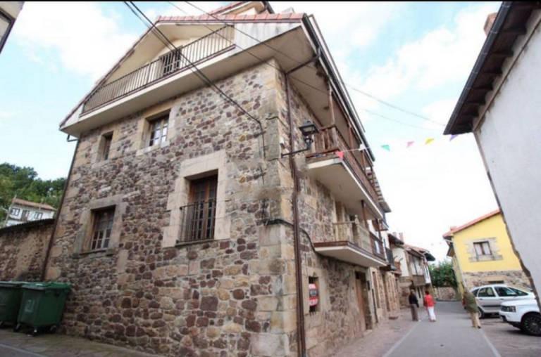 Casa en venta en Los Corrales de Buelna, Cantabria, Barrio Bv Coo-barcena, 143.800 €, 4 habitaciones, 2 baños, 318,6 m2