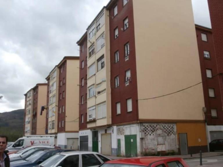 Piso en venta en Santa María de Cayón, Cantabria, Calle El Puente, 37.500 €, 3 habitaciones, 2 baños, 64 m2